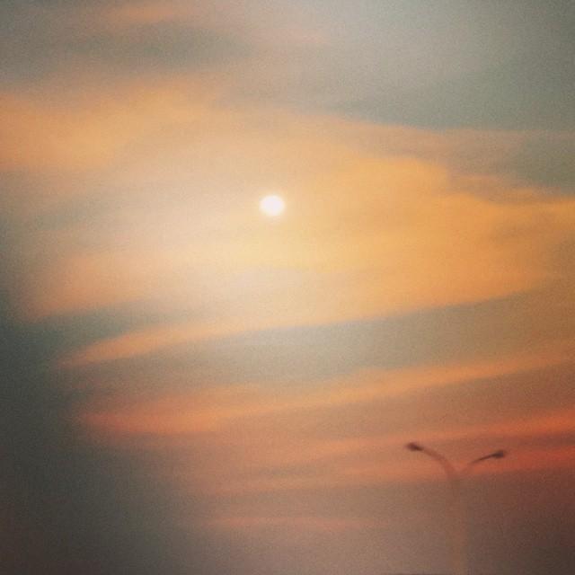 Y así la #luna quería saludarme. Gran tarde en #SantaCruz